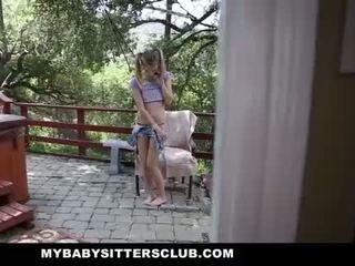 Mybabysittersclub - 娇小 婴儿 sitter 抓 自慰