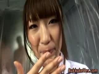 Aziatisch bukkake fetisj slet facially sperma drenched