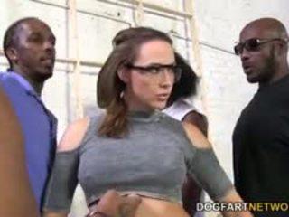 Chanel preston gets מזוין על ידי a crew של שחור men