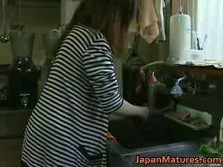 Japońskie mamuśka enjoys gorące seks