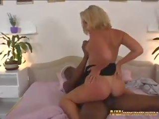 Nworship blank blondine vrouw sofia overspel met zwart.