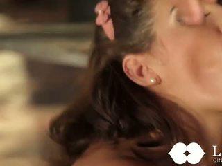 Lust kinoteātris: kaislīgas sekss ar karstās brunete