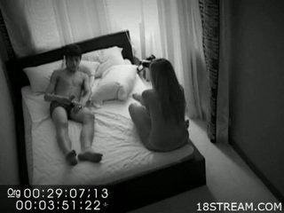 Seksuālā pāris noķerti jāšanās par slēpts kamera.