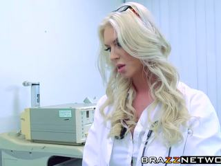 mui, blonde, doctor
