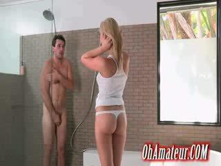 Chick supple blond wants naar douche