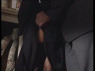 Itālieši mūķene taking resnas dzimumloceklis uz viņai pakaļa