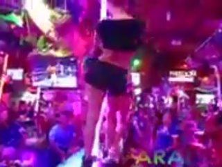 Paradise gfs - tweelingen zuigen lul in club - deel 1: porno 63