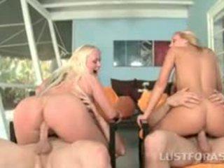 Velký prdel blondes spádovištních dicks v čtyřke