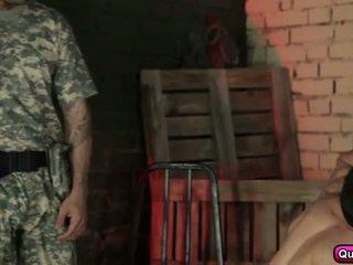 हॉट और हॉर्नी soldiers समूह सेक्स.