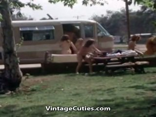 Kails cilvēki pie the picnic