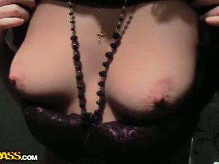 Echt plukken omhoog neuken met sexy brunette video-