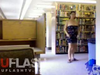 Harig tiener naakt in publiek op webcam
