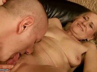 Sensuous grandmother dicklicking と メイキング 愛 youthful snake