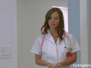 Krankenschwester keisha grey fulfils sie patient's fantasy