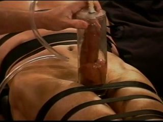 Extrem vacuum pumping cbt auf muscle guy