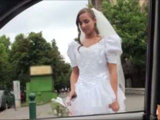 Príťažlivé nevesta fucks po failed svadba