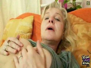 Ruig kut grootmoeder in nylons kinky porno speelbal shag