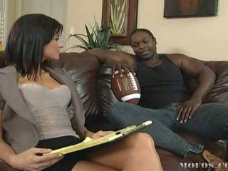 Ondeugend brunette babe loves getting geneukt door groot zwart cocks video-