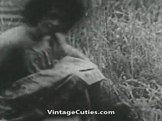 Ragazza con grande poppe e pelosa vagina scopata in campo