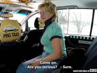 تشيكي ناضج شقراء جائع إلى taxi drivers كوك: الاباحية 99