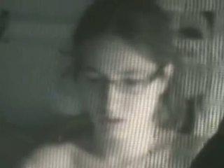 Søt tenåring fanget naken i henne soverom av en peeper