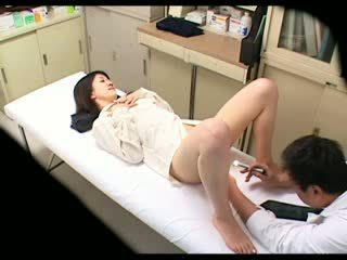 Spy Perverted Doctor uses babe Patient 02