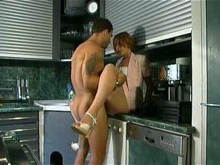 Emme fucks koos tema poeg sisse the köögis