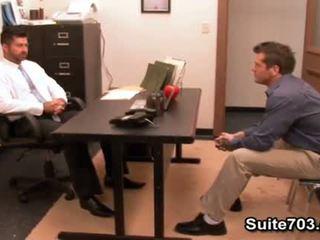 Karstās geji berke un parker jāšanās uz the birojs
