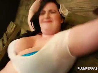 Sexy bbw eliza allure submits en fucks haar meester