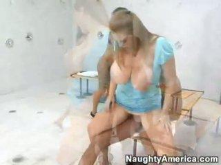 Amia moretti en haar blond ally acquires geboord op hun twat alternately
