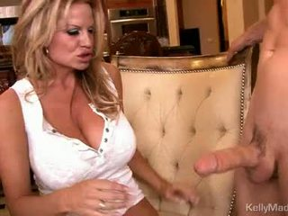 মিলফ kelly madison takes একটি fleshy pipe উপর soaked slot