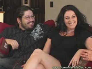 Slutty kết hôn người phụ nữ rides con gà trống pov