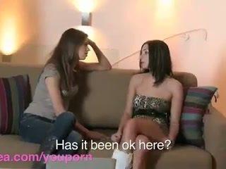 Lesbea hd roommate has virgin lesbiyan pagtatalik may sanay bff