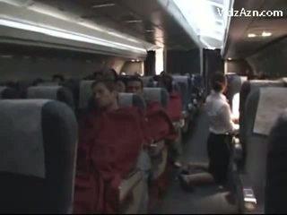 Стюардеса дрочіння passenger & tasting його пеніс