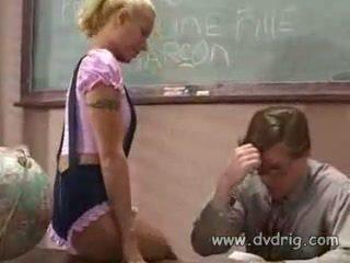 ティーン 女子生徒 cindy crawford ある 処罰 バイ 教師 のために 彼女の missing homeworks しかし teaches 彼に a lesson クソ 彼に 代わりに と 吸い 彼の ディック