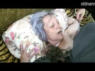 Vecs vecmāmiņa nokļūt vāvere licked līdz jauns guy