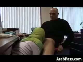 Broke arab fucks en an bureau pour argent