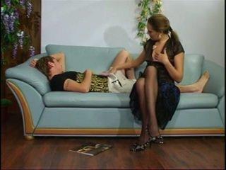 Russisk eldre tante med unge gutt.