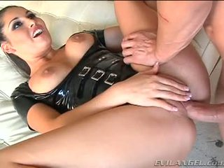 Emma cummings in lateks suit gets fucked right in the göt
