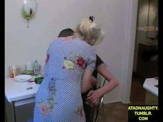 Step-mom & step-son baise tandis que papa est dehors (foreign) atadnaughty.tumblr.com