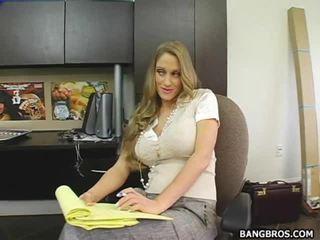 Secratery seducing ji šef