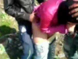 Arab seks në hijab outdoors-asw922