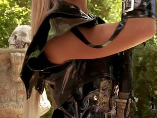 Ashley bulgari samurai uz crotchless apakšbiksītes