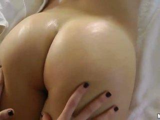 Natalia rogue en aiden ashley amateur tieners met natuurlijk boezem does massage