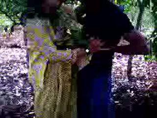Guy succeeded σε να γαμώ του κορίτσι φίλος σε δάσος