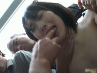 Aziatisch dame is lang en gets publiek seks