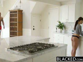 Blacked แฟน adriana chechick cheats ด้วย a มหาศาล ดำ ควย