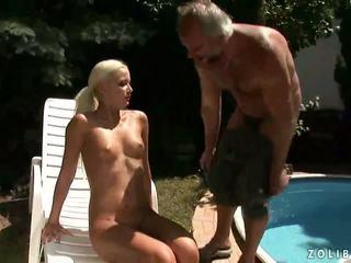 Großvater ficken und pinkeln auf jung blond