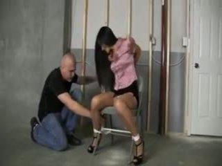 Tied 在 地下室: 免費 奴役 色情 視頻 e3