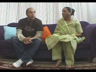Grande titted madura kira india estilo